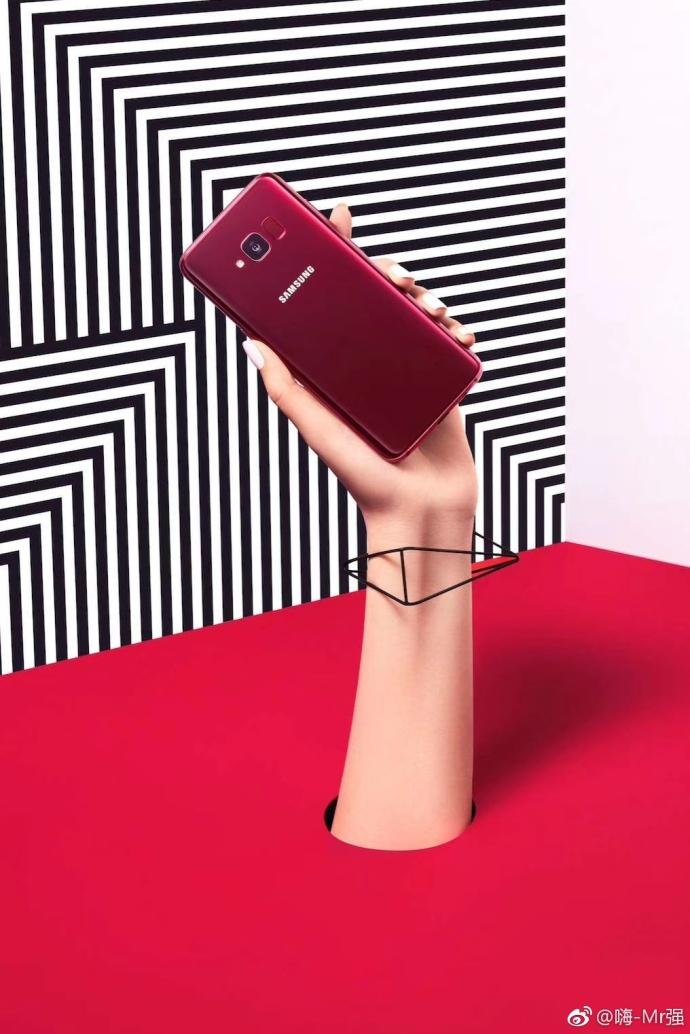 Samsung Galaxy S8 Lite hand